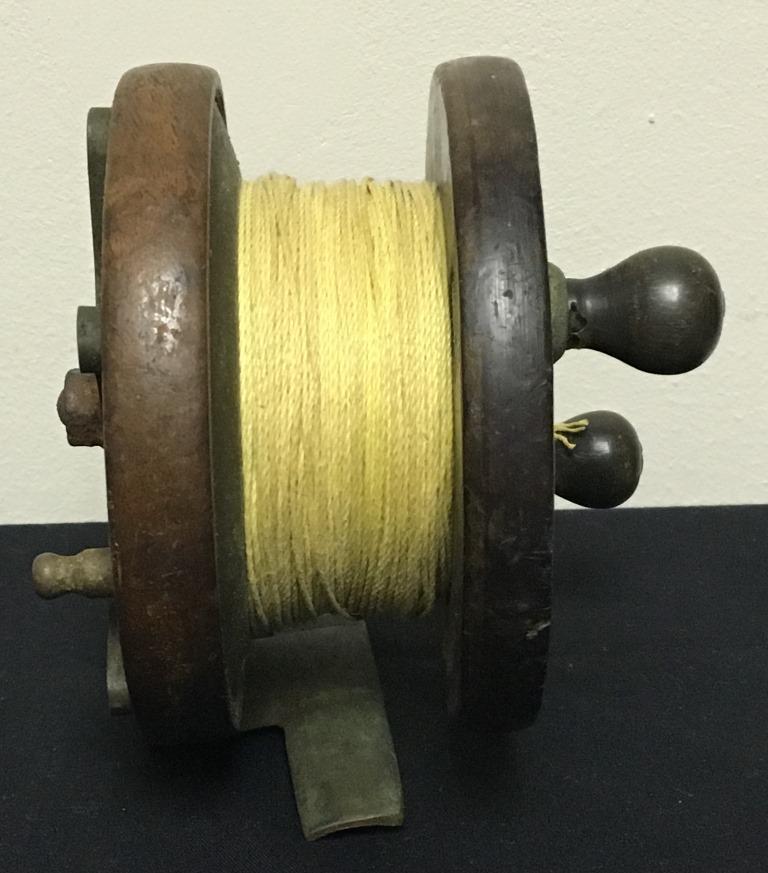 vintage wood fishing reel  (3)