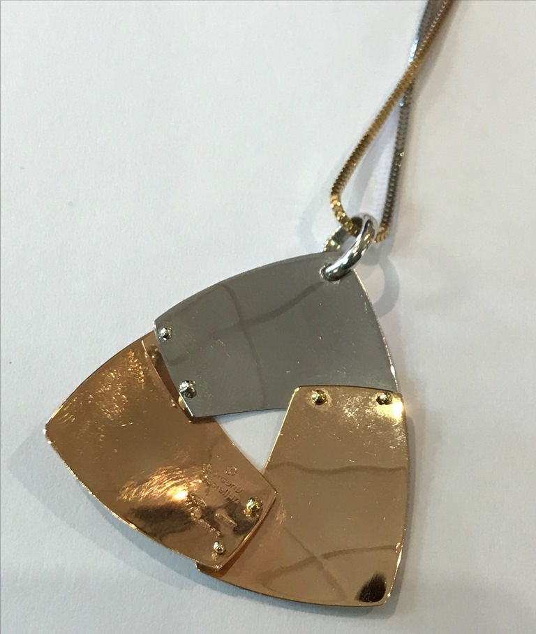 18CT PENDANT AND CHAIN (3)