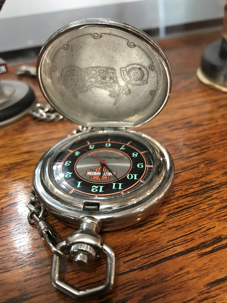 HARLEY DAVIDSON POCKET WATCH ON STAND (4)