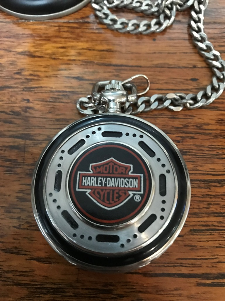 HARLEY DAVIDSON POCKET WATCH ON STAND (6)