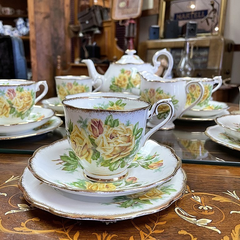 ROYAL ALBERT TEA ROSE (2)