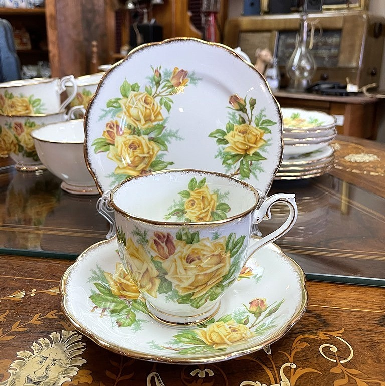ROYAL ALBERT TEA ROSE (3)